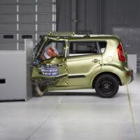 ایمنی خودروهای کوچک در تصادفات کافی نیست